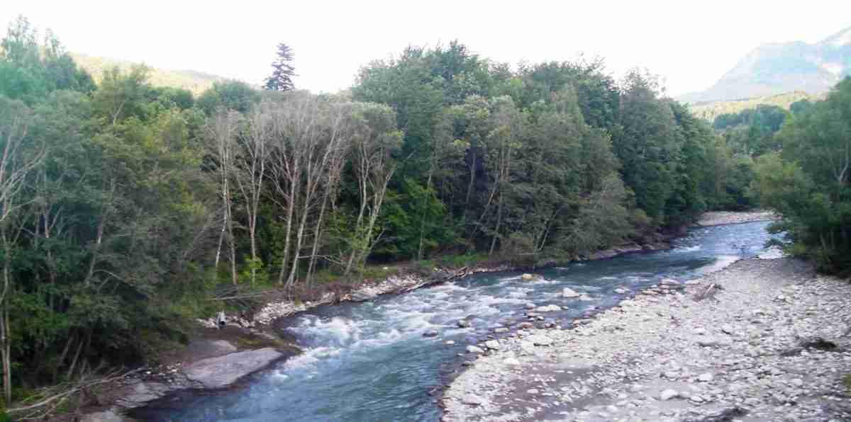 kaskada przed mostem drogi N 85_niska woda