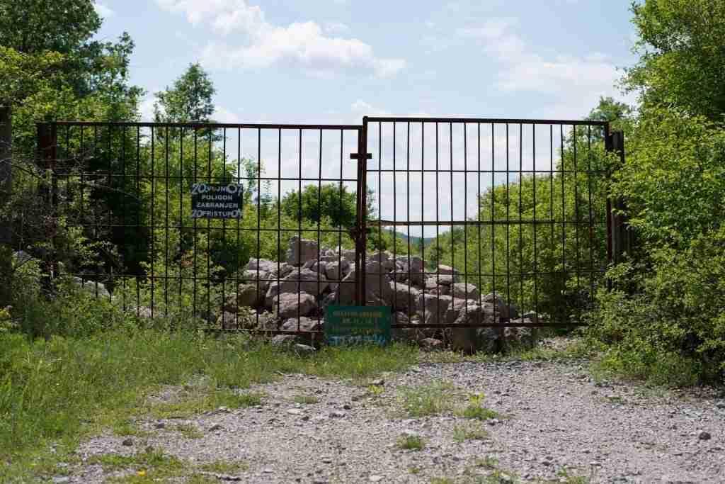 Brama wjazdowa na poligon